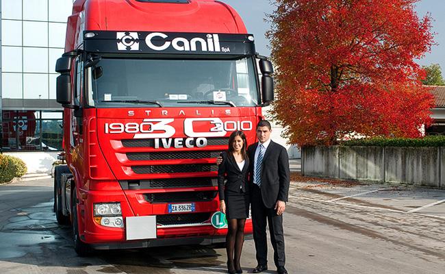 2010 Canil Franco e Canil Katty con il mezzo simbolo del 30 anniversario di attività. Fiat Iveco Stralis 500